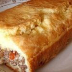Ленивый пирог с вкуснейшей начинкой — отличный обед для большой компании