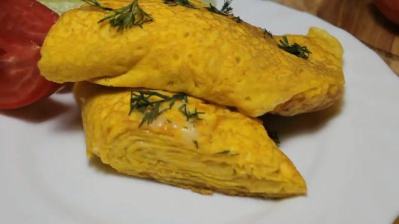Слоёный яичный блинчик — невероятно простой и вкусный завтрак