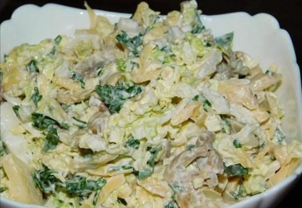 Салат с пекинской капустой, сыром и грибами