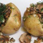 Чудо картошка за 10 минут с грибами и луком – это настоящий супер ужин, который готовится очень легко и просто.