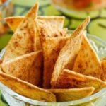 Хрустящие чипсы из лаваша легко приготовить в домашней в духовке.
