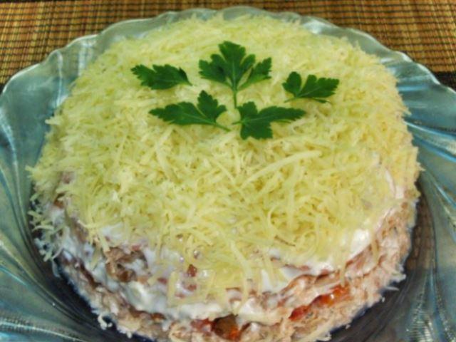 Изумительный слоеный салат с морской ноткой