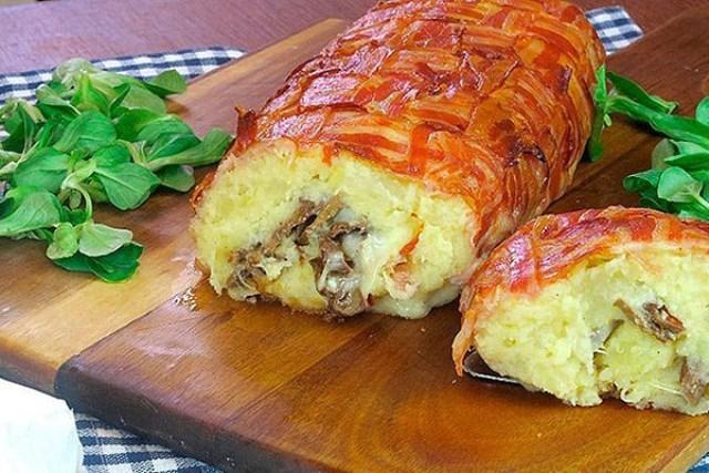Картофельный пирог из бекона с грибами и сыром в духовке - изюминка стола