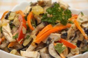Салат из баклажанов с курицей: необычная закуска из обычных продуктов