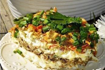 Слоеный салат с говяжьей печенью